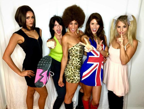 Nina Dobrev ad Halloween 2015 vestita come Victoria Beckham