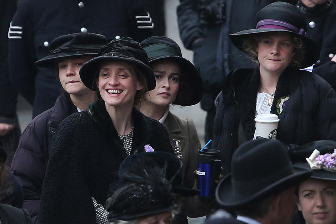Suffragette: Carey Mulligan, Helena Bonham Carter e alte due protagoniste del film in una foto dal set