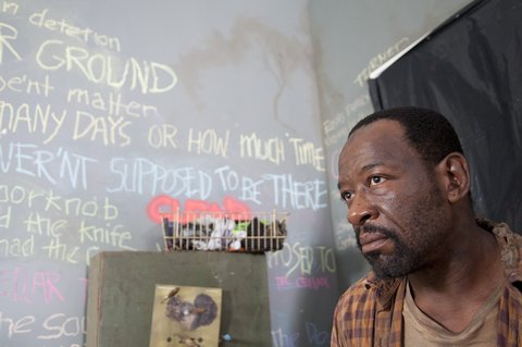 The Walking Dead: Lennie James interpreta Morgan nell'episodio Qui non è qui