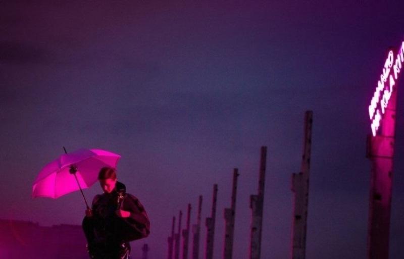 Under Electric Clouds: un'immagine tratta dal film