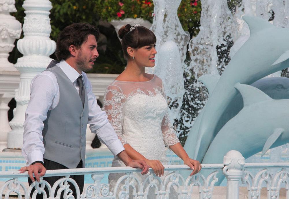 Matrimonio al Sud: Luca Peracino e Fatima Trotta in una scena del film