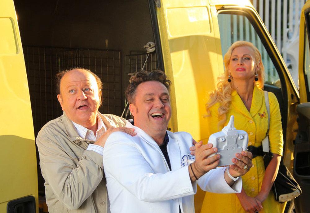 Matrimonio al Sud: Massimo Boldi, Gabriele Cirilli e Loredana De Nardis in una scena del film