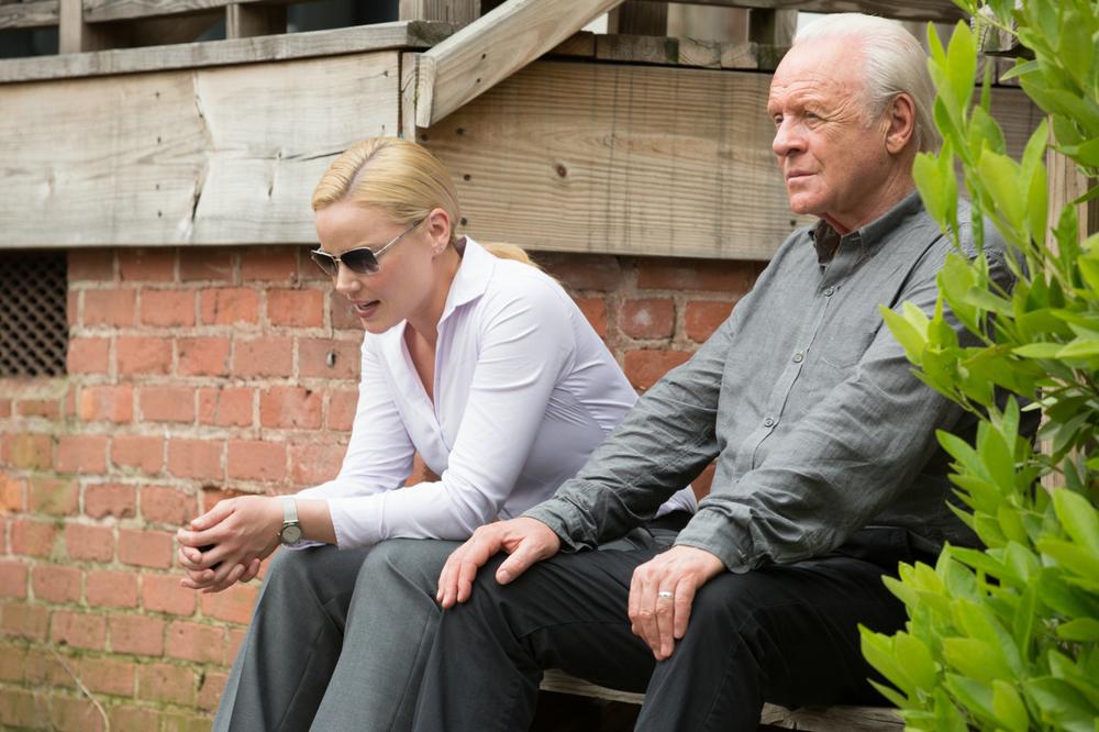 Premonitions: Anthony Hopkins e Abbie Cornish in una scena del film