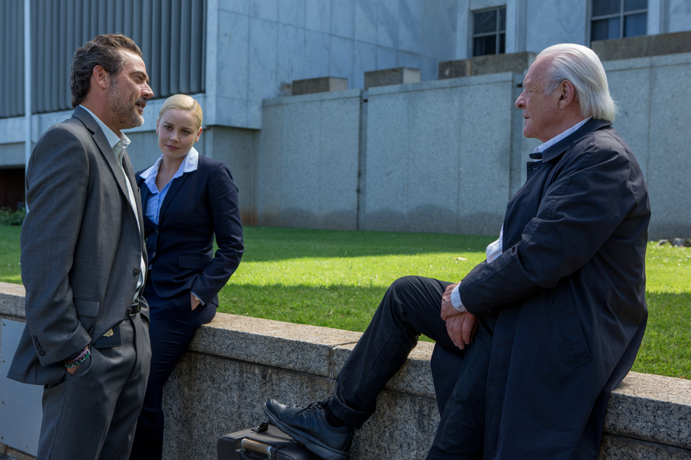 Premonitions: Jeffrey Dean Morgan, Abbie Cornish e Anthony Hopkins in una scena del film