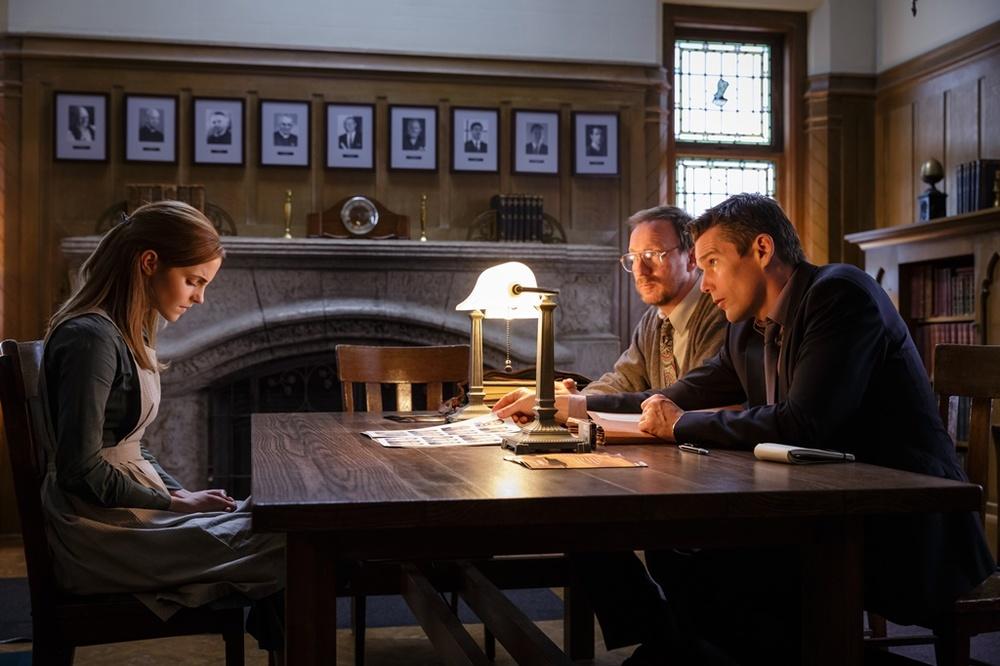 Regression: Emma Watson, David Thewlis ed Ethan Hawke in una scena del film