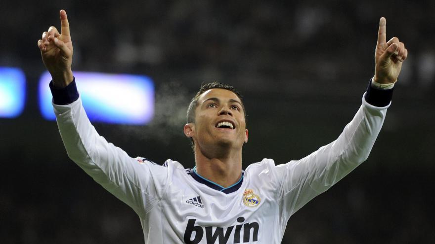 Ronaldo: Cristiano Ronaldo esulta dopo un gol realizzato con il Real Madrid