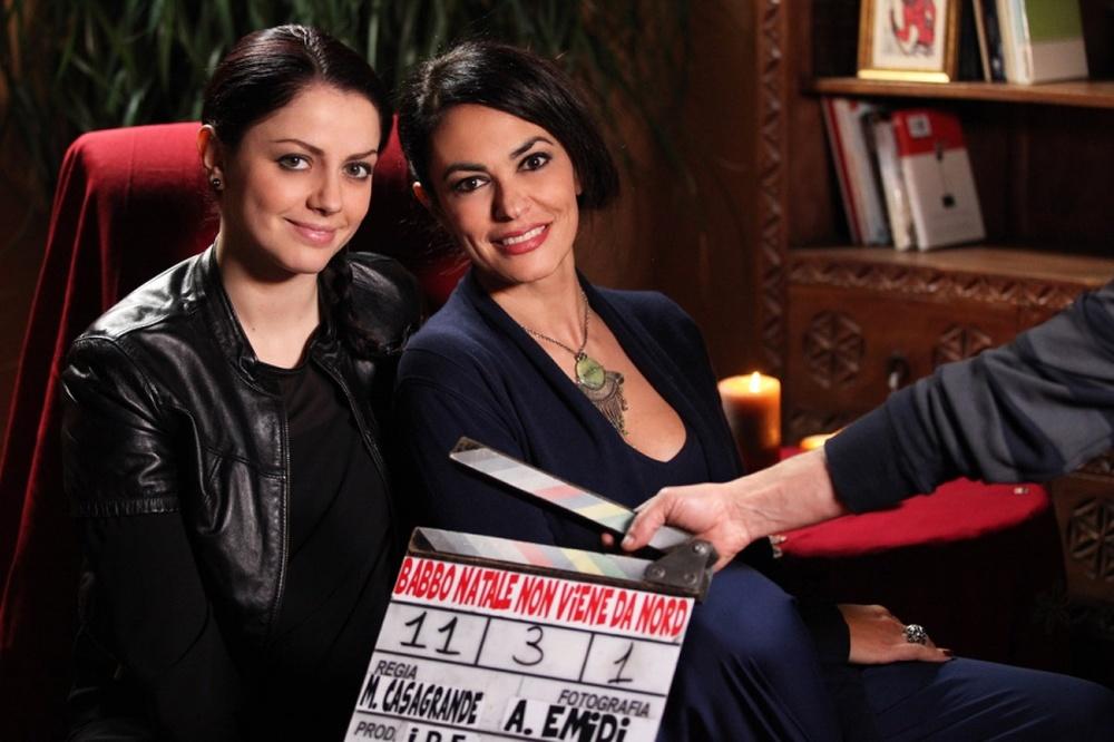 Babbo Natale non viene da Nord: Maria Grazia Cucinotta e Annalisa Scarrone sul set del film