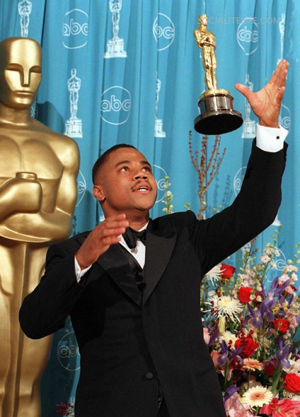 Cuba Gooding Jr. con l'Oscar