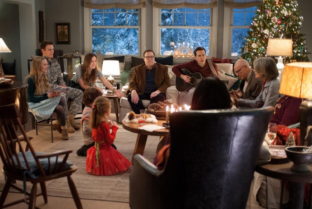 Natalle all'improvviso: tutto il cast principale riunito per Natale in una scena del film