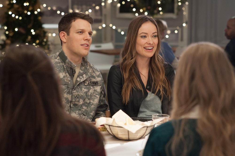 Natale all'improvviso: Olivia Wilde e Jake Lacy in una scena del film
