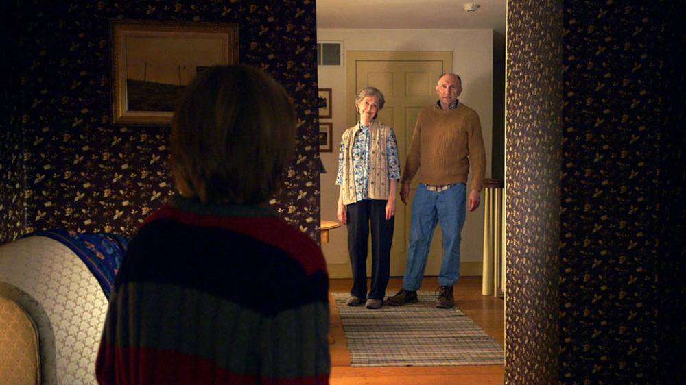 The Visit: Ed Oxenbould (di spalle), Deanna Dunagan e Peter McRobbie in una scena del film