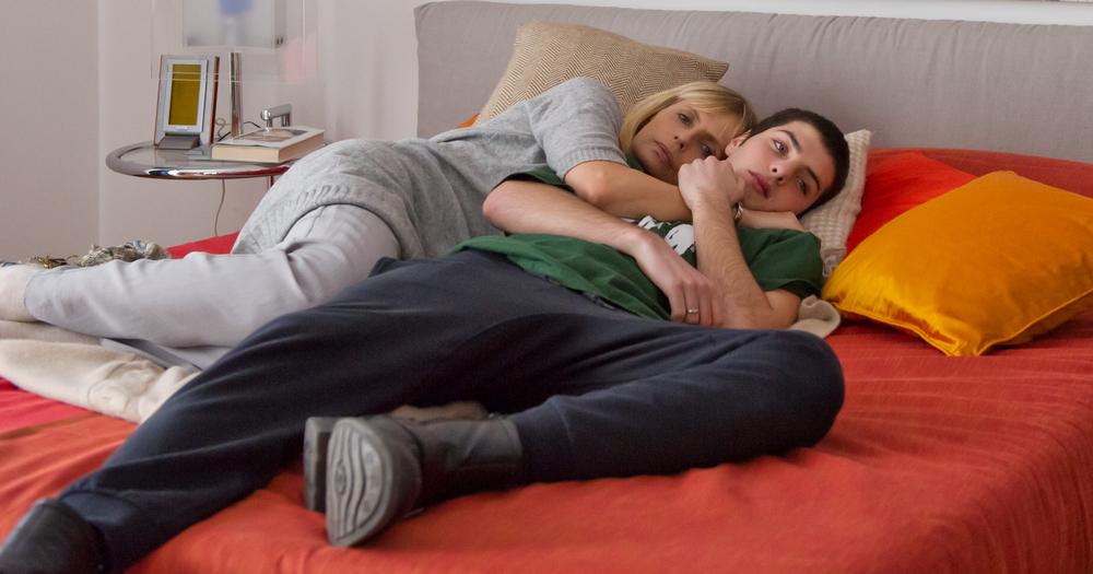 Uno per tutti: Isabella Ferrari e Lorenzo Barone in una scena del film