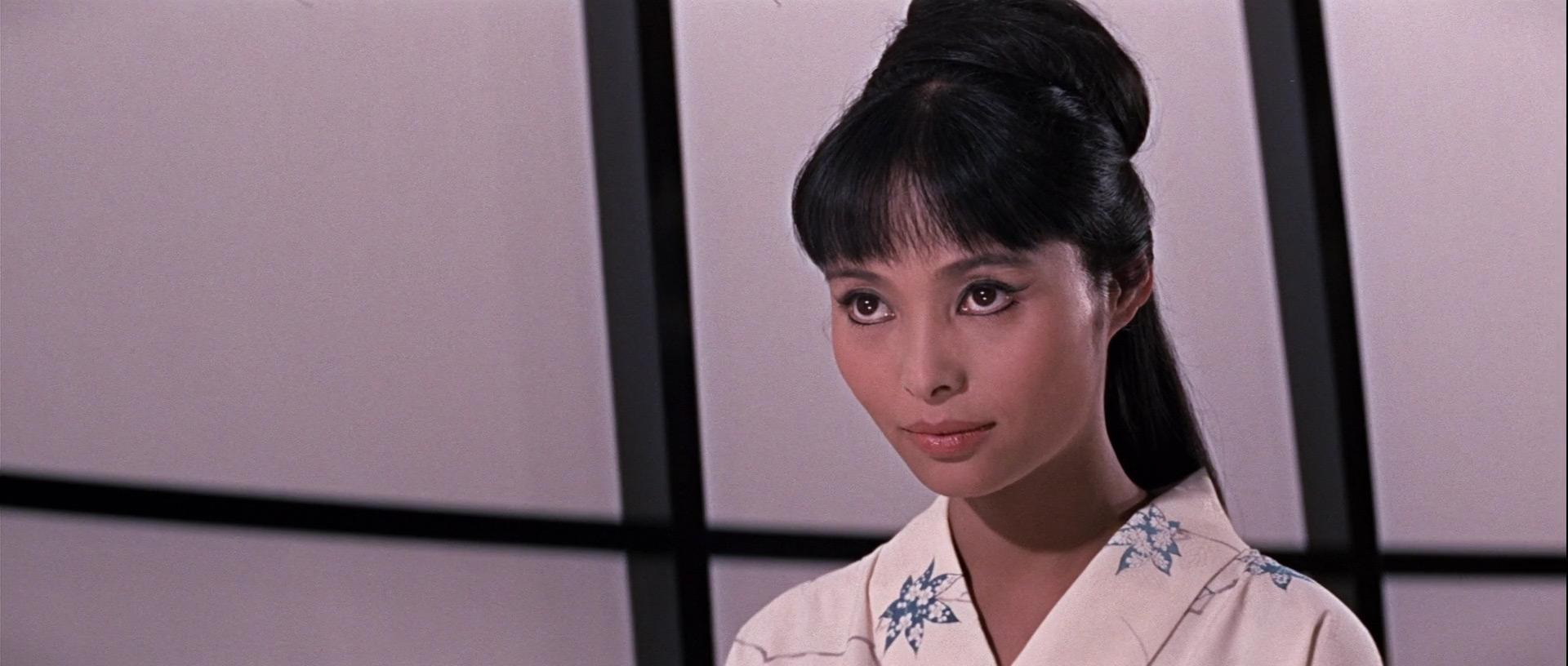 Akiko Wakabayashi in Agente 007 - Si vive solo due volte