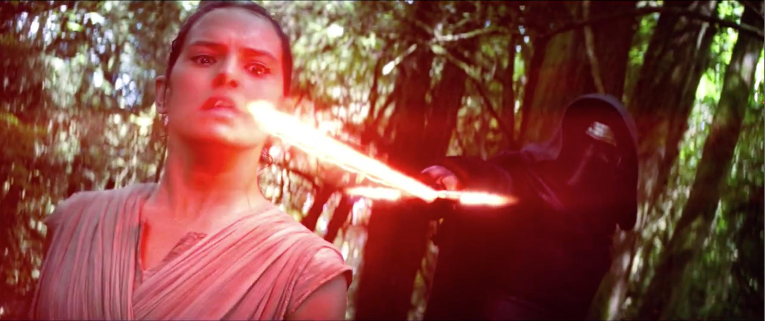 Star Wars - Il risveglio della Forza: Rey minacciata da Kylo Ren nel trailer giapponese