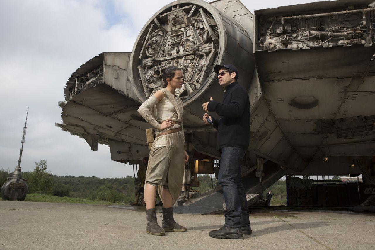 Star Wars: Il Risveglio della Forza - Daisy Ridley e J.J. Abrams sul set