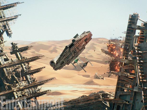 Star Wars: Il Risveglio della Forza - Il Millenium Falcon in volo