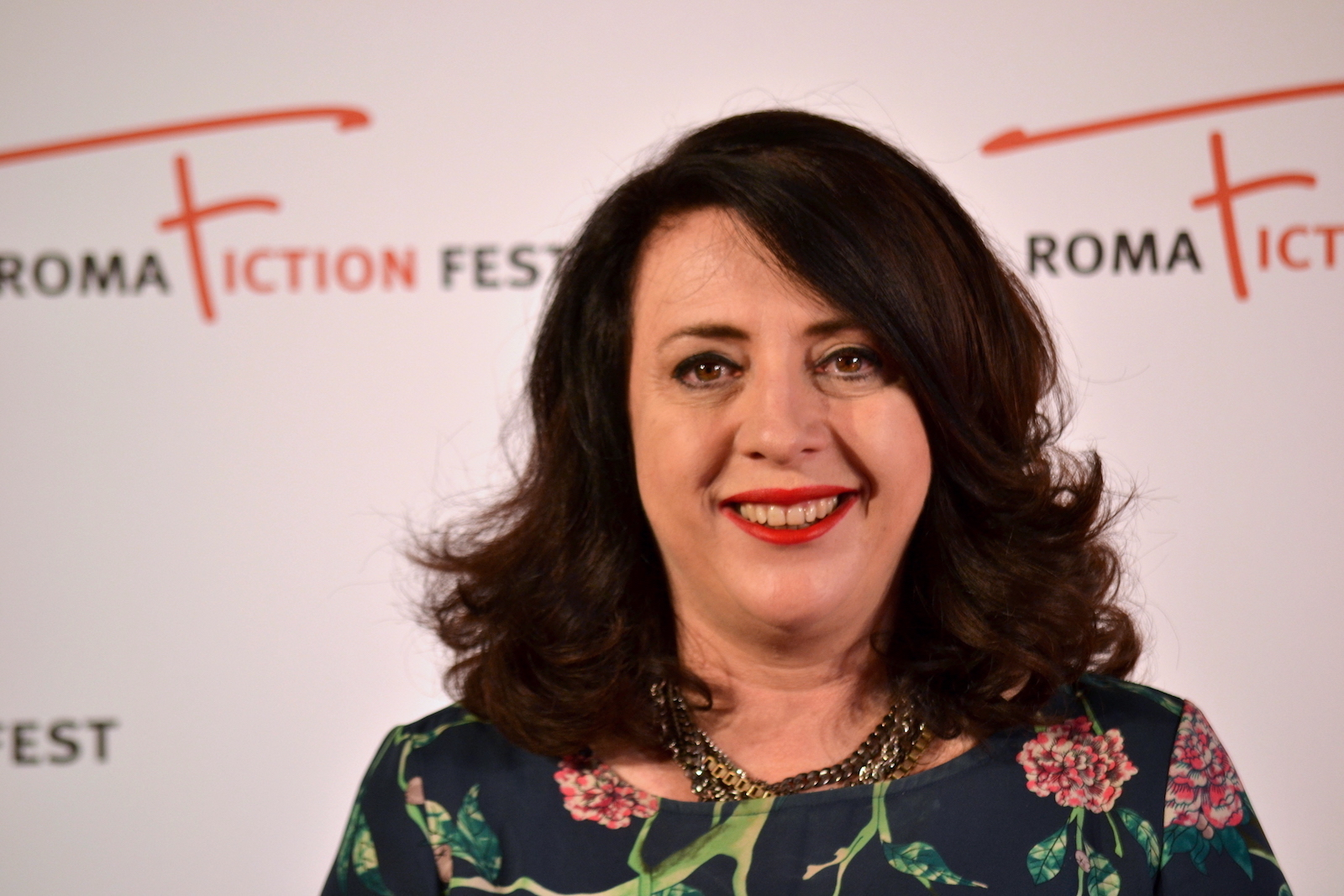 Roma Fiction Fest 2015: Louise Fox produttrice e sceneggiatrice di Glitch sorride al photocall
