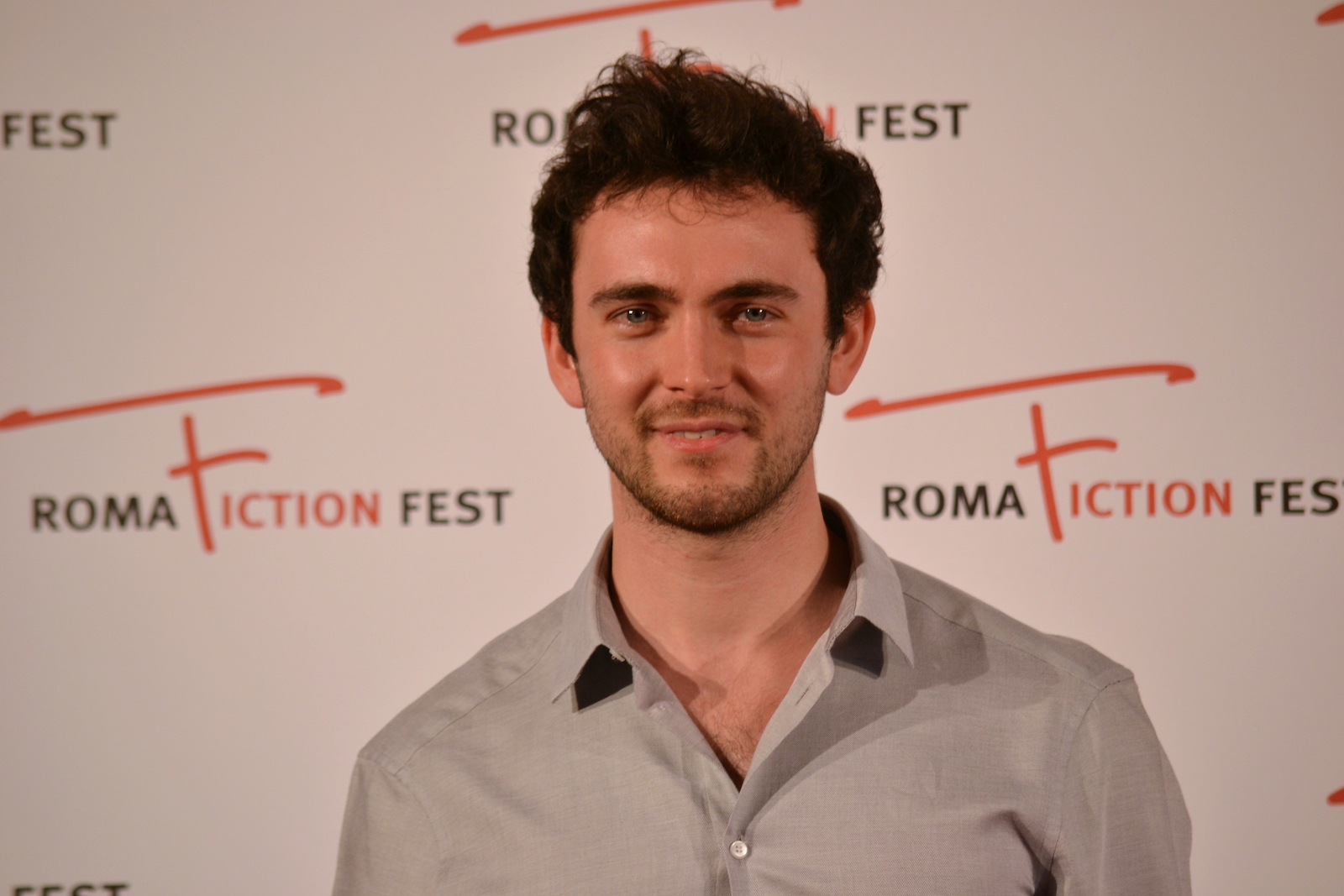 Roma Fiction Fest 2015: George Blagden in uno scatto al photocall di Versailles