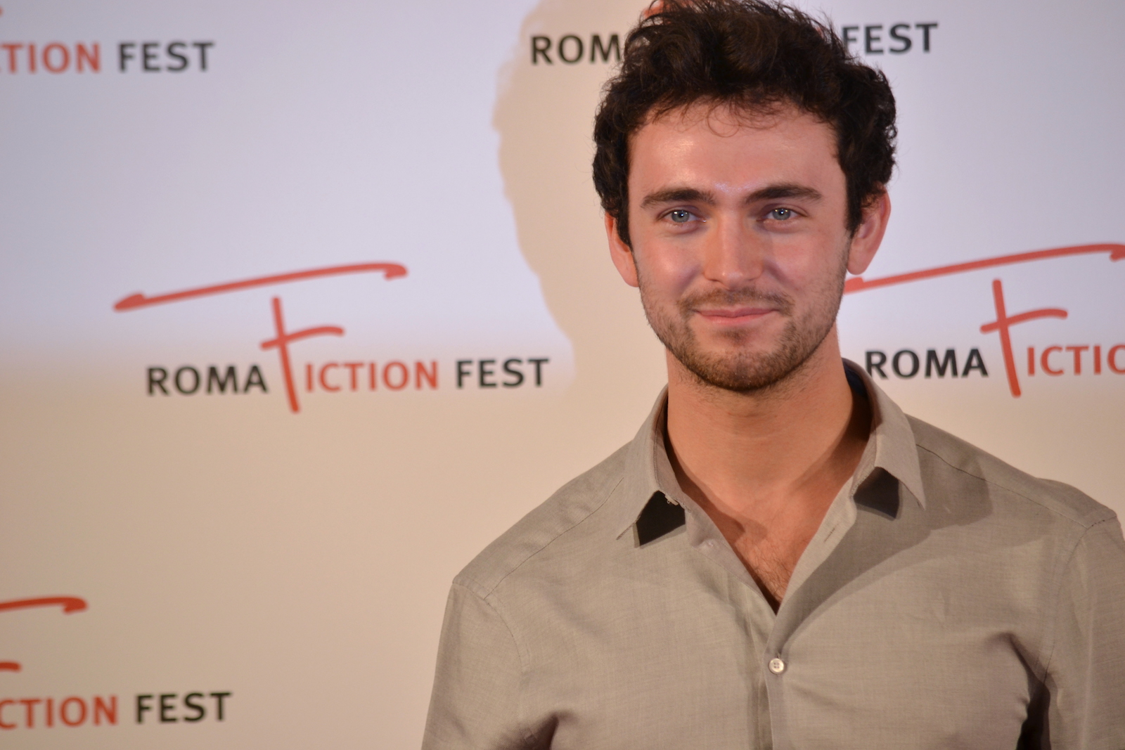 Roma Fiction Fest 2015: George Blagden al photocall di Versailles