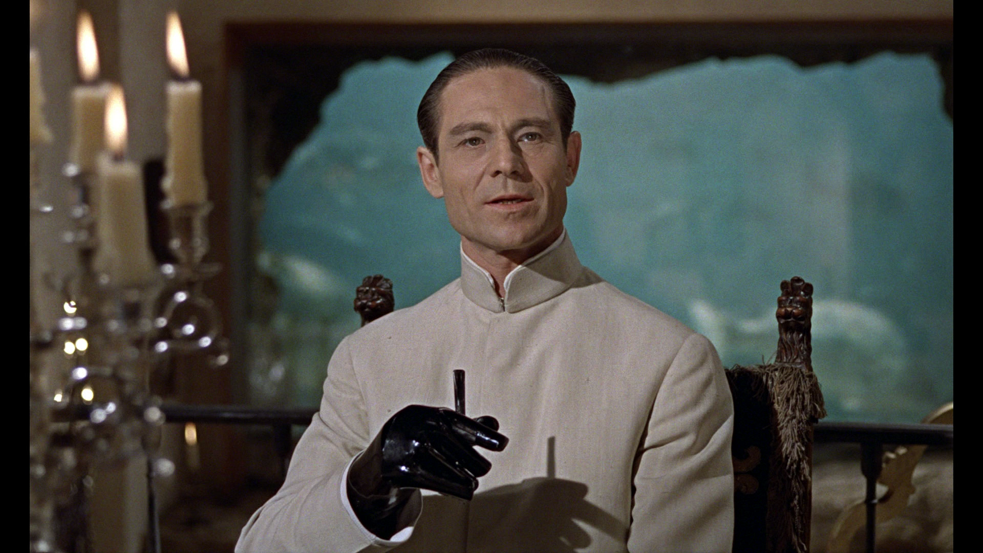 Agente 007 - Licenza di uccidere: Joseph Wiseman in una scena del film
