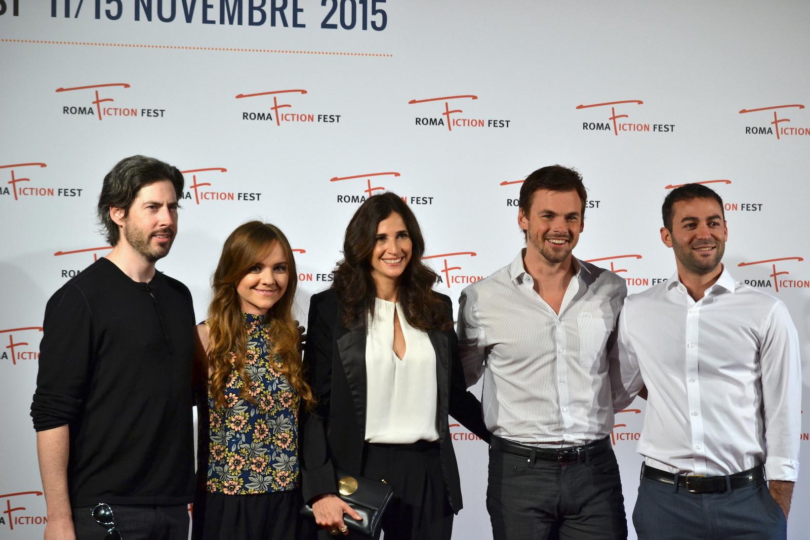 Roma Fiction Fest 2015: Zander Lehman, Jason Reitman, Michaela Watkins, Tommy Dewey e Tara Lynne Barr posano al photocall di Casual