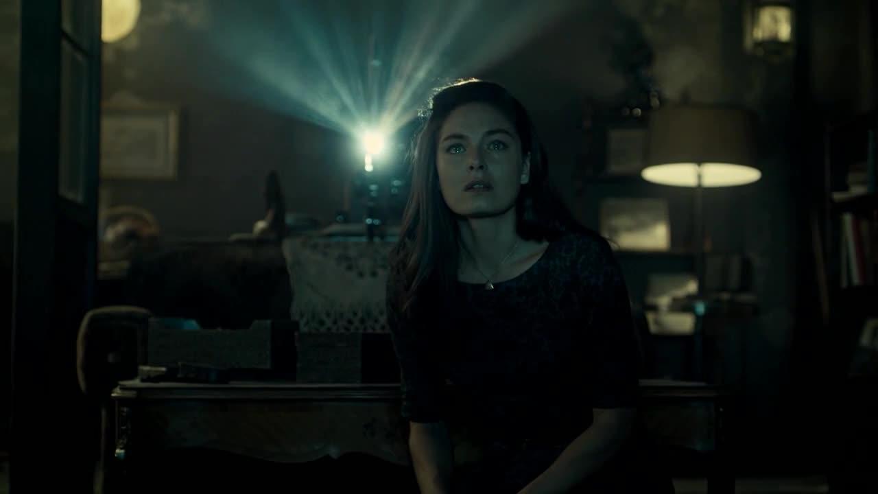 The Man in the High Castle: Alexa Davalos in una scena del pilot
