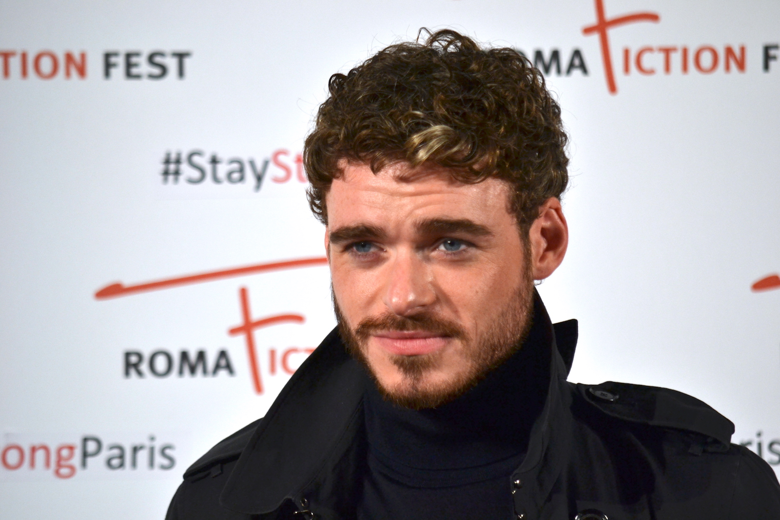 Roma Fiction Fest 2015: Richard Madden sorride sul red carpet di Medici: Master of Florence