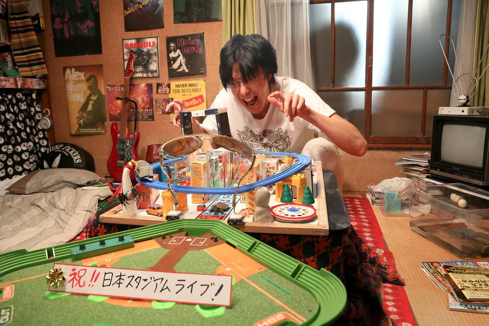 Love & Peace: un esaltato Hiroki Hasegawa in una scena del film