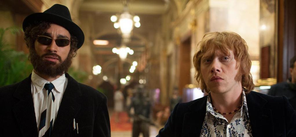 Moonwalkers: Rupert Grint in una scena del film