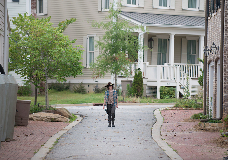 The Walking Dead: Chandler Riggs in una foto dell'episodio Heads Up