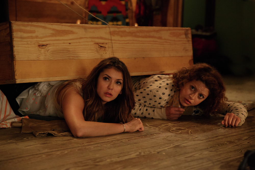 The Final Girls: Nina Dobrev e Alia Shawkat in una scena del film