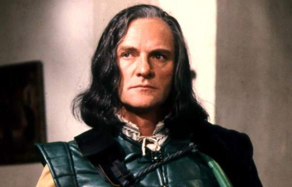 L'attore Julian Glover in un episodio di Doctor Who