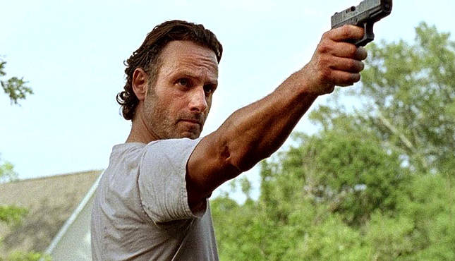 The Walking Dead: l'attore Andrew Lincoln in una scena di Heads Up