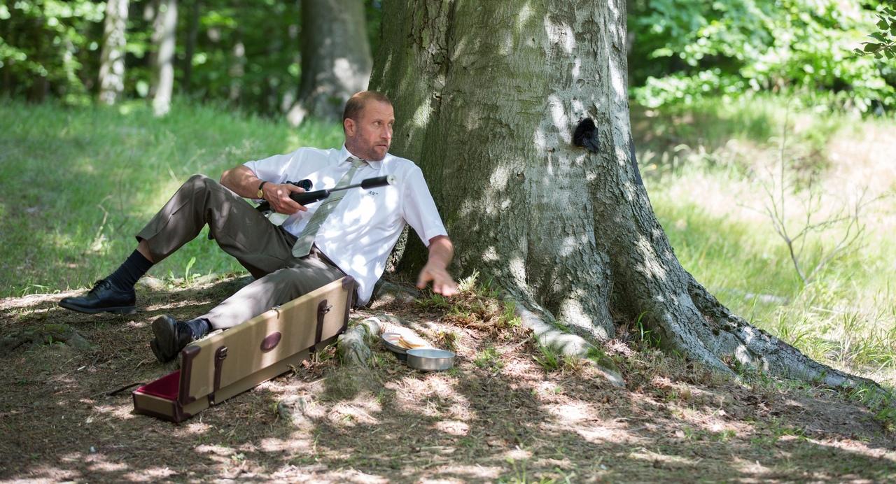 Dio esiste e vive a Bruxelles: una scena con François Damiens