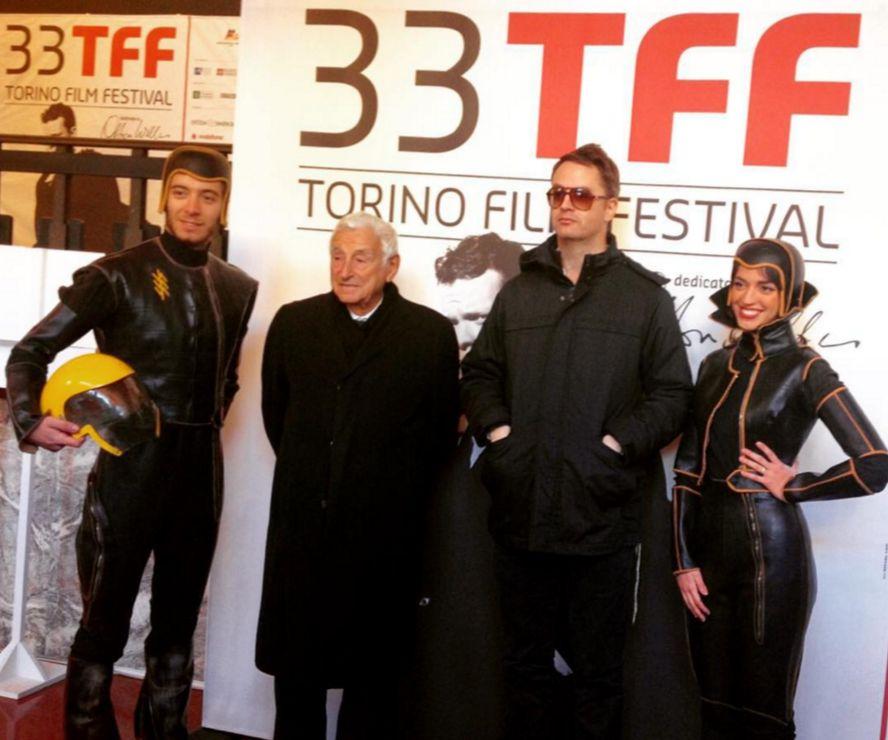 Nicolas Winding Refn a Torino 33 insieme a Fulvio Lucisano e a costumi originali di Terrore nello spazio
