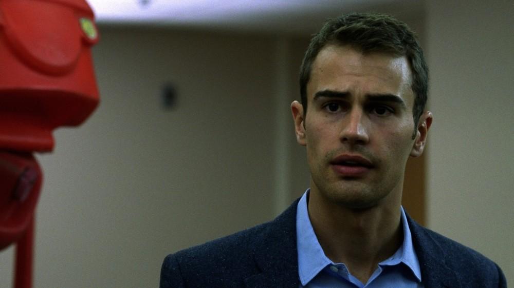 Franny: Theo James in una scena del film