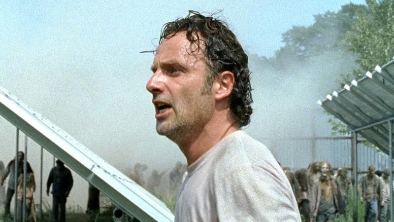 The Walking Dead: Andrew Lincoln interpreta Rick in una foto dell'episodio L'inizio e la fine