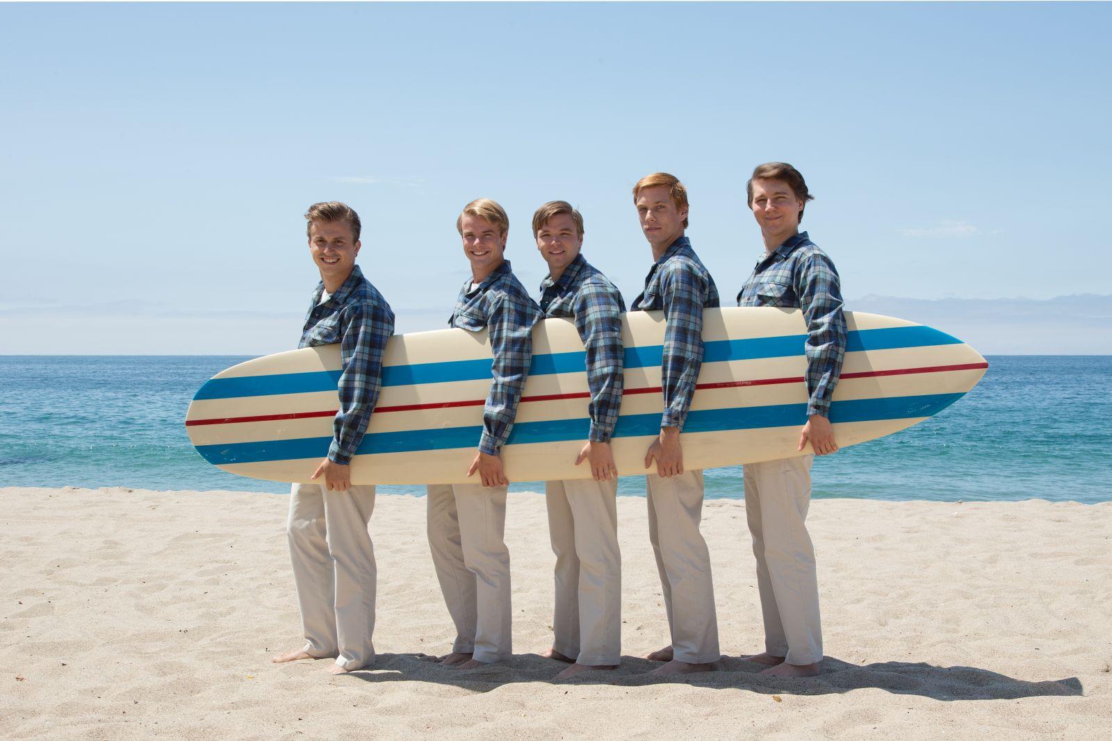 Love & Mercy: Paul Dano e gli altri protagonisti del film nei panni dei Beach Boys