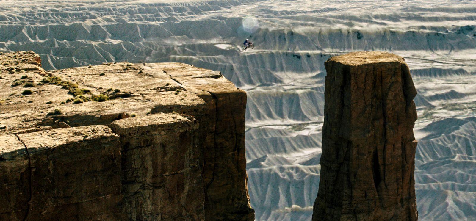 Point Break: una spettacolare scena d'azione del film