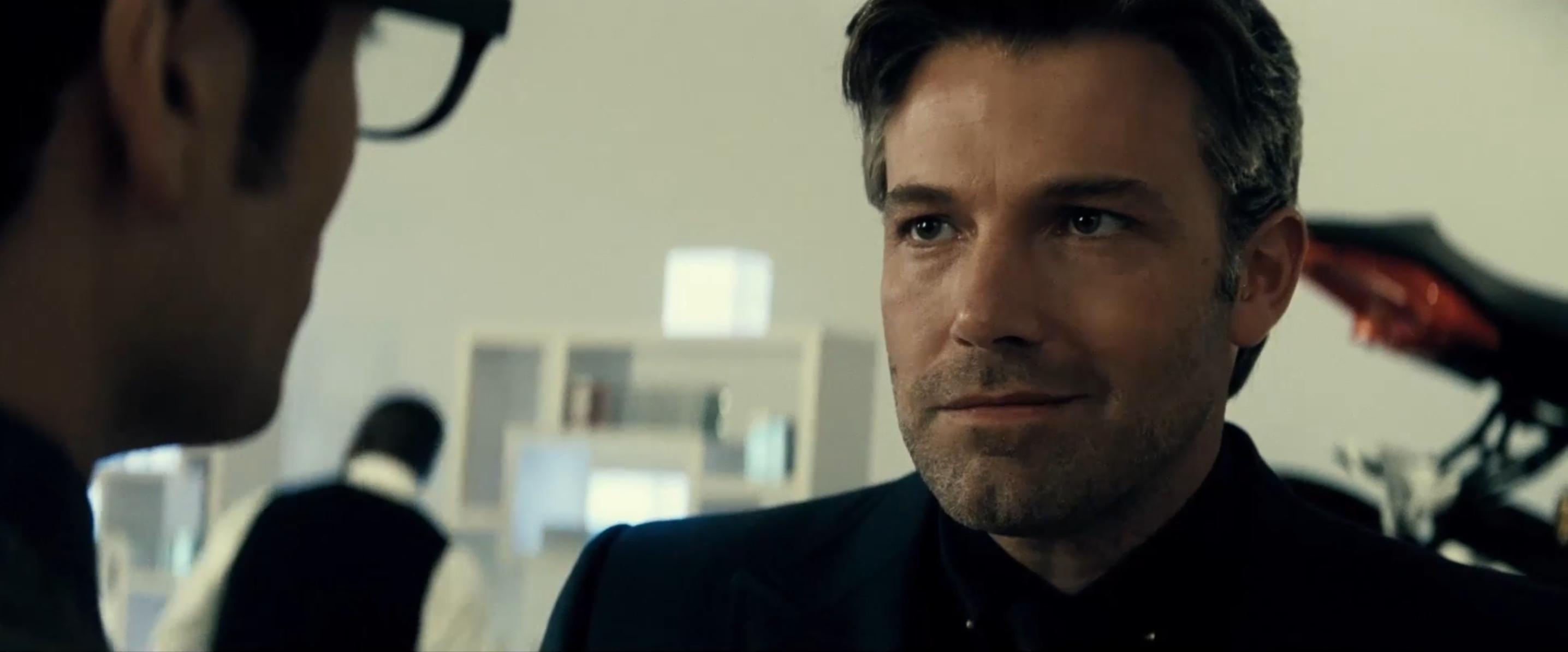 Batman v Superman: il ghigno di Ben Affleck in una scena del nuovo trailer