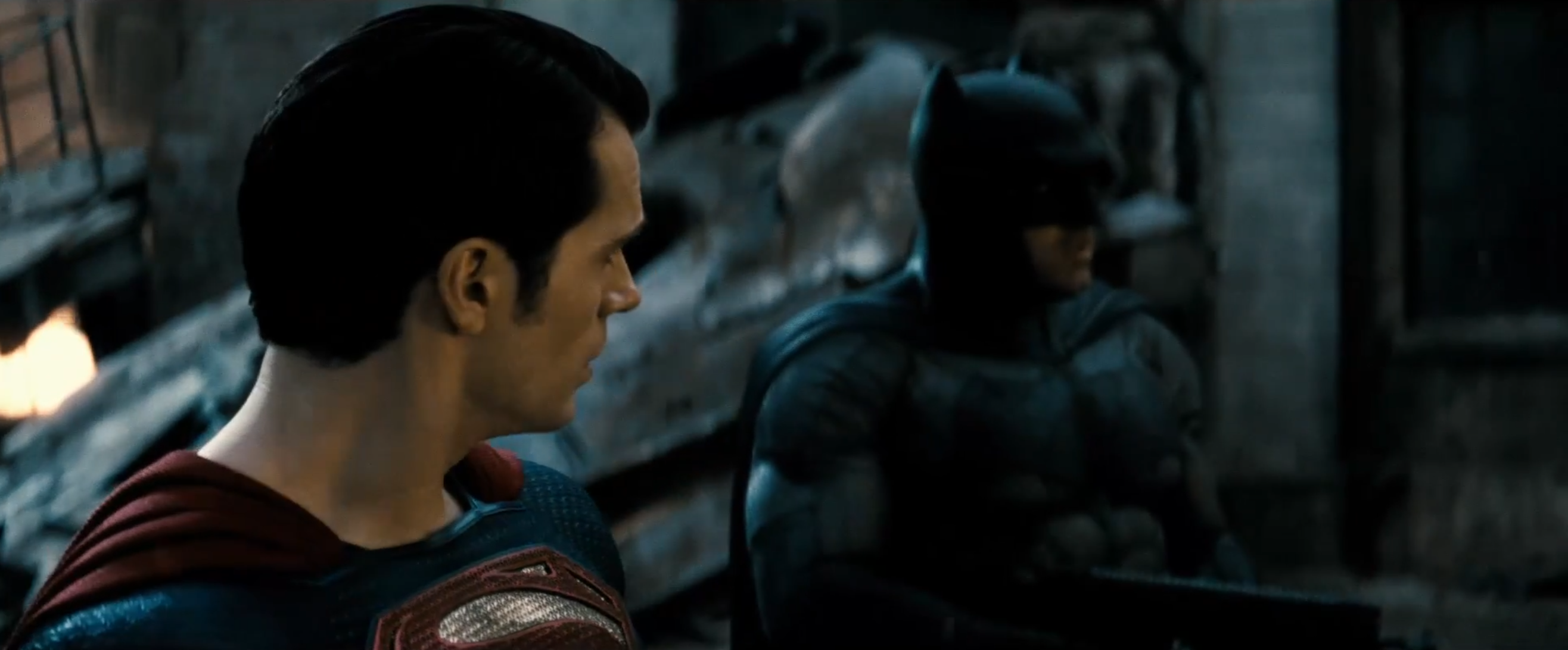 Batman v Superman: Ben Affleck e Henry Cavill in una scena del nuovo trailer