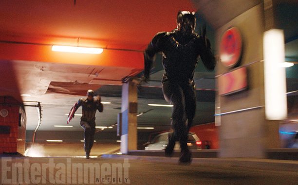 Captain America: Civil War - Una foto di Captain America e Black Panther