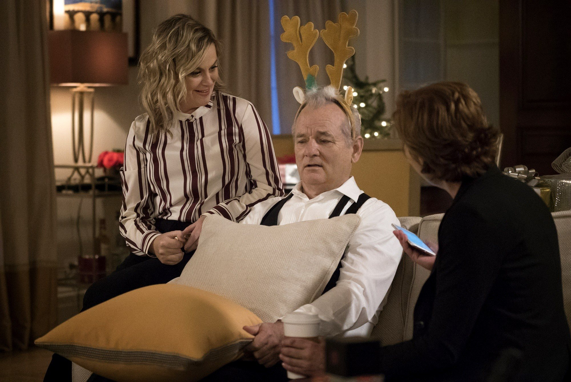 A Very Murray Christmas: Amy Poehler e Bill Murray in una foto dello speciale di Natale