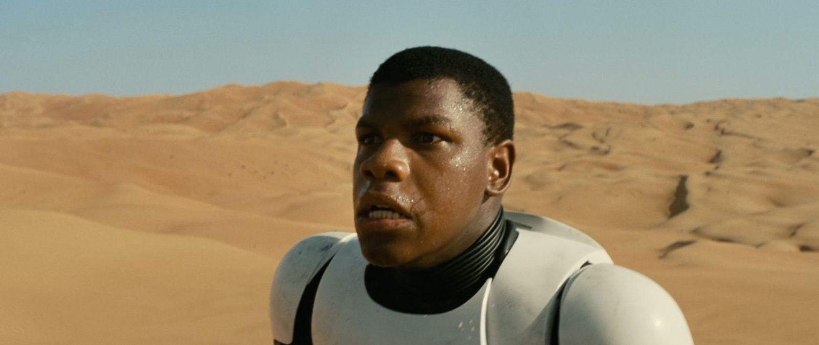 Star Wars: Il risveglio della forza, un intenso primo piano di John Boyega