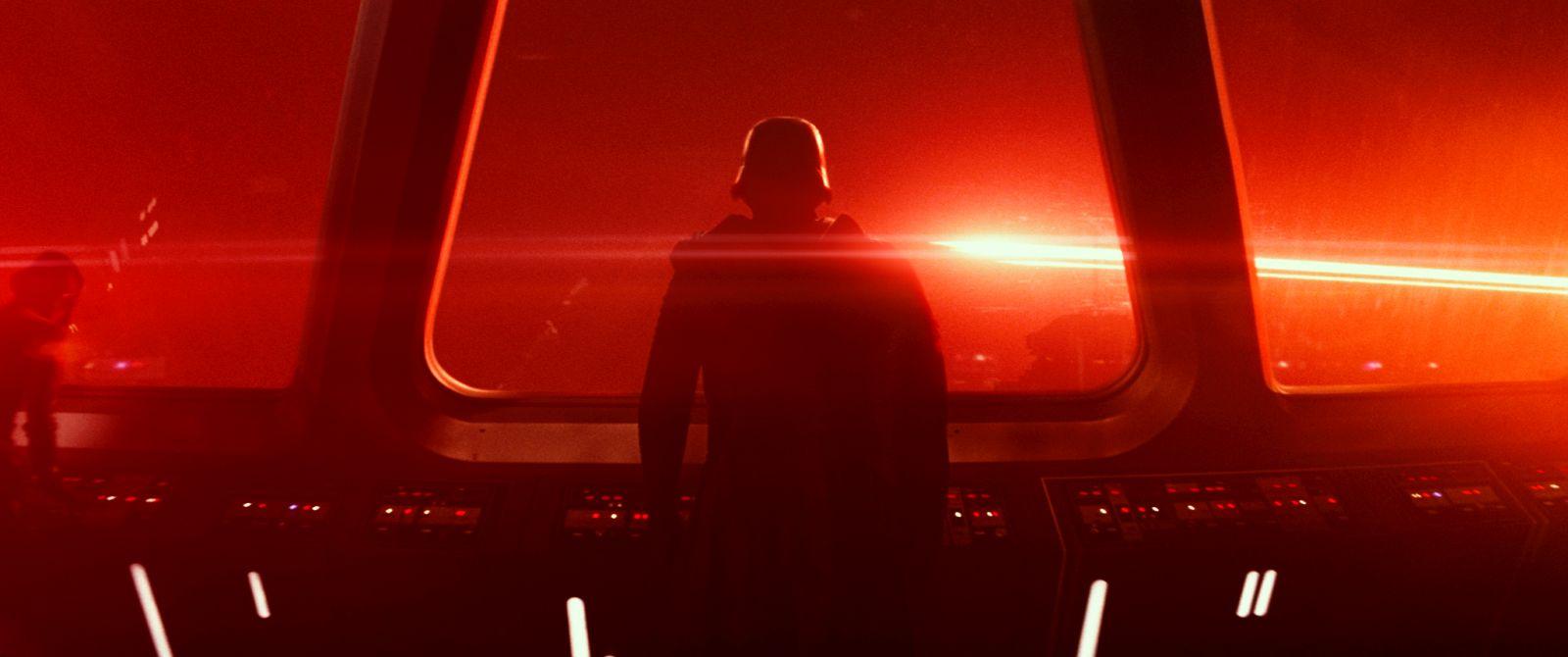 Star Wars: Il risveglio della forza, una suggestiva immagine del film diretto da J.J. Abrams