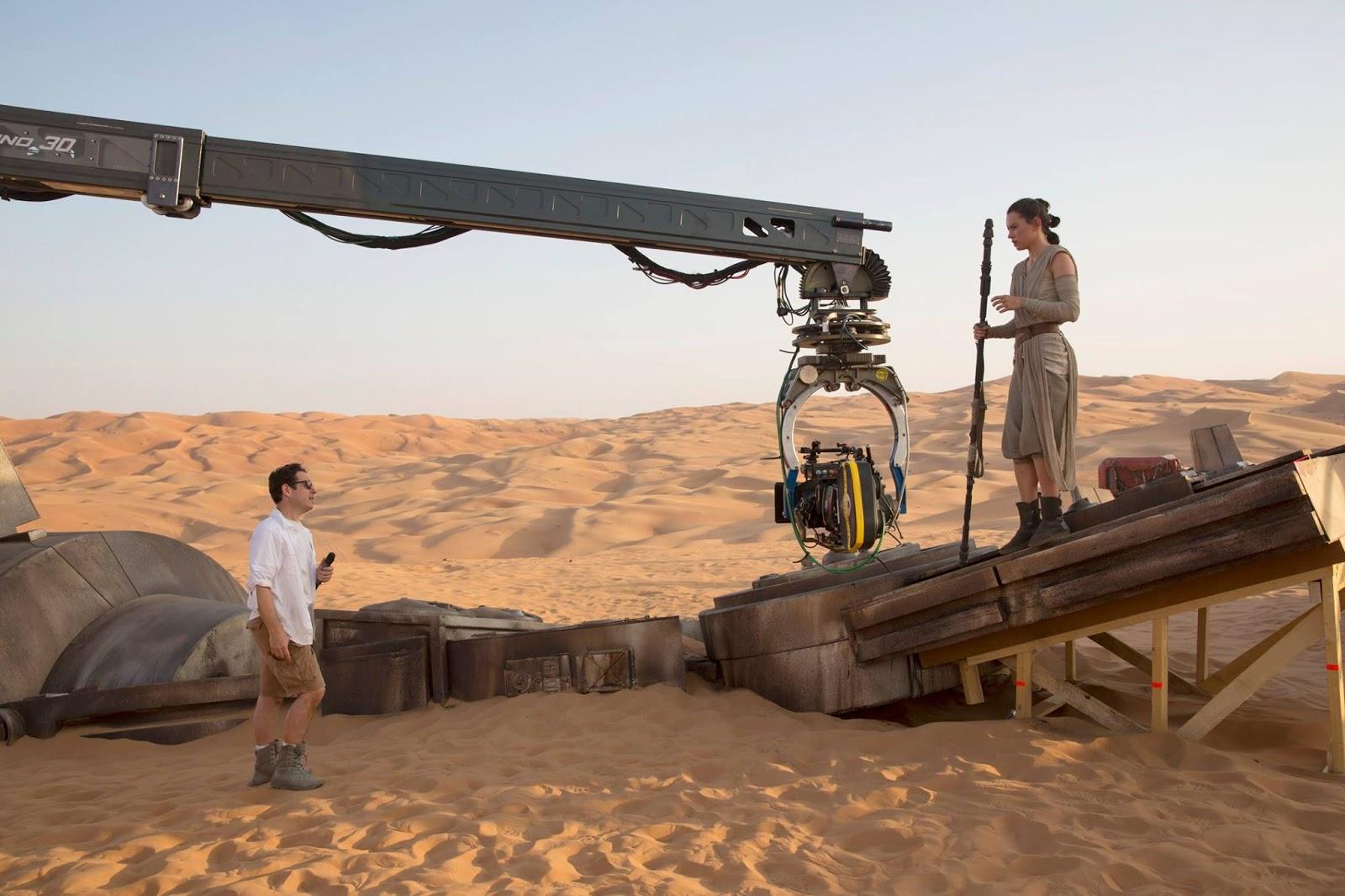 Star Wars: Il risveglio della forza, Daisy Ridley e J.J. Abrams al lavoro sul set
