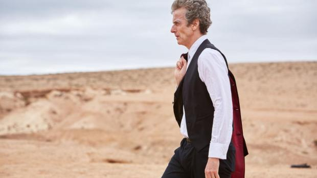 Doctor Who: Peter Capaldi è il Dottore in una scena del season finale Hell Bent