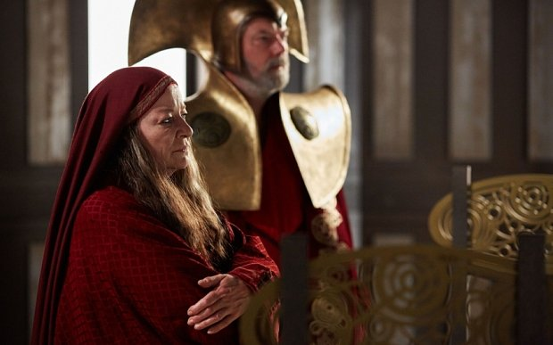 Doctor Who: l'attrice Clare Higgins in una scena dell'episodio Hell Bent