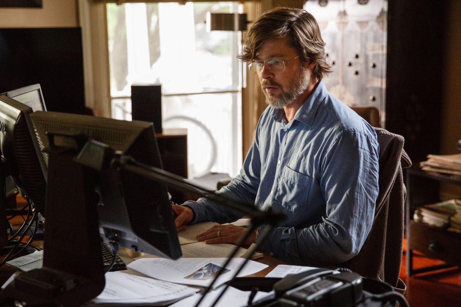 La grande scommessa: Brad Pitt in una scena del film diretto da Adam McKay