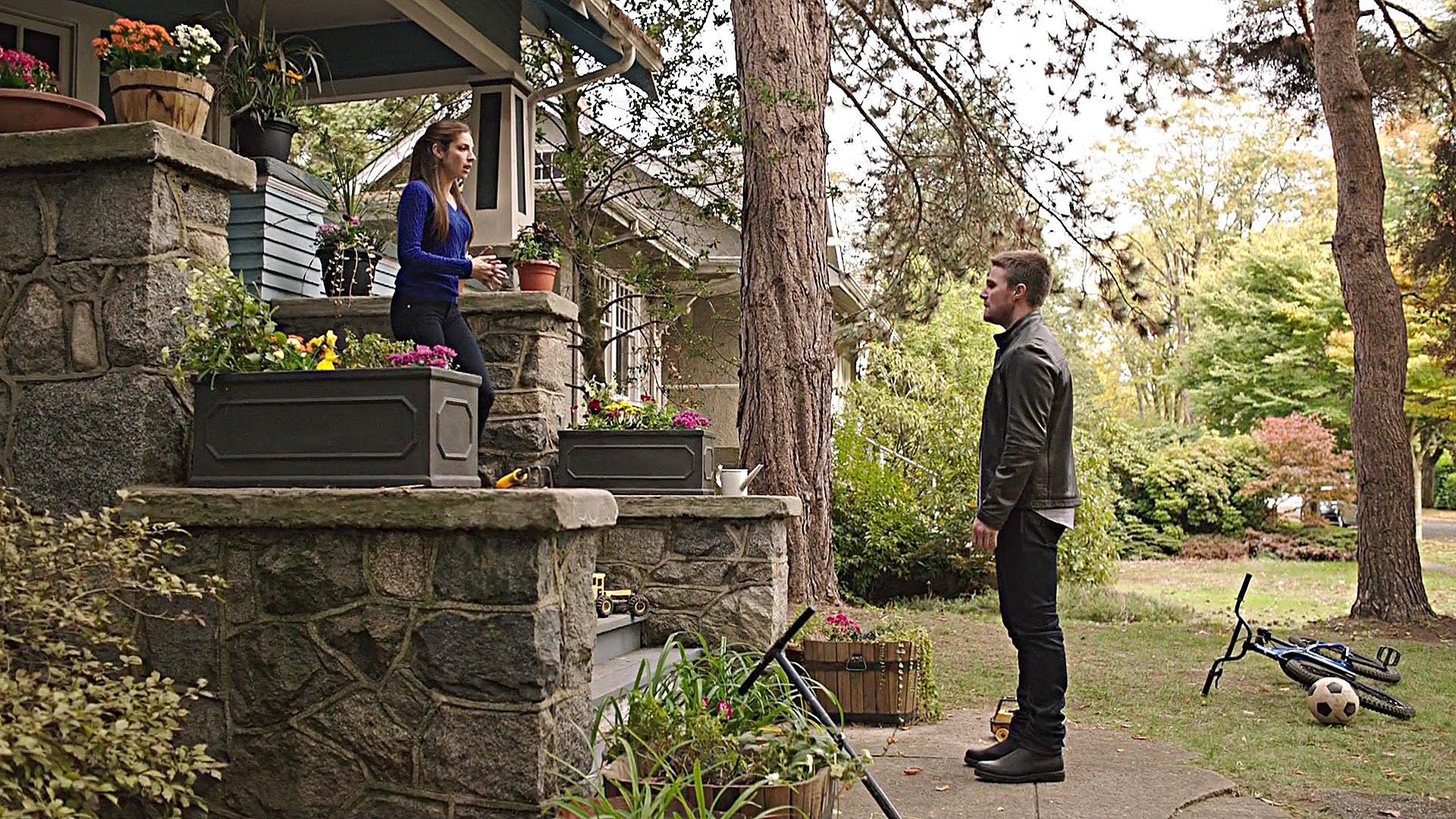 Arrow: Oliver cerca la verità sulla sua paternità in Legends of Yesterday